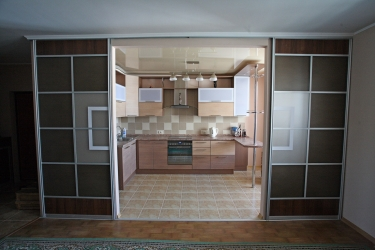 Кухня гостиная с раздвижной перегородкой